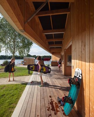 PhotoTéléski nautique : base de loisirs et restaurant les pieds dans l'eau